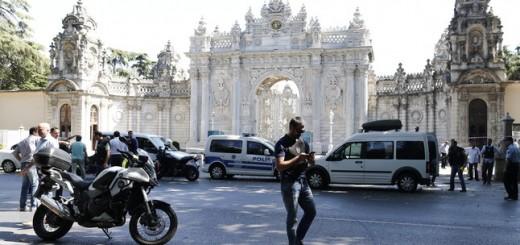 DOS HOMBRE ARMADOS DISPARAN A LOS GUARDIAS DEL PALACIO DOLMABAHÇE DE ESTAMBUL